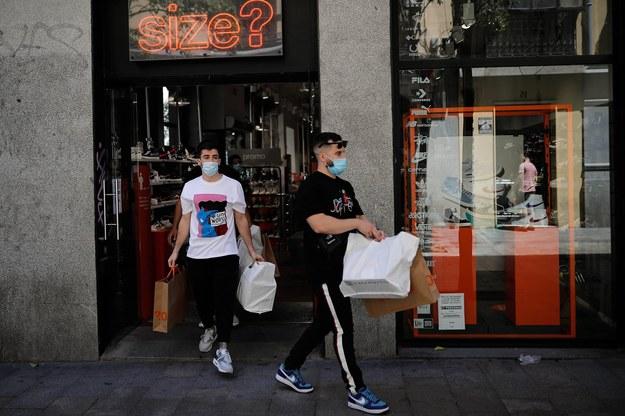 Rzecznik MZ: Apeluję do właścicieli sklepów, by nie wpuszczać ludzi bez maseczek /AA/ABACA /PAP