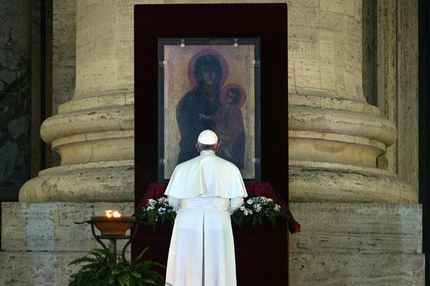 Rzecznik o stanie zdrowia papieża Franciszka:  Test na obecność koronawirusa negatywny