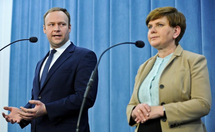 Rzecznik prasowy PiS Marcin Mastalerek  i wiceprezes PiS Beata Szydło /Marcin Obara /PAP