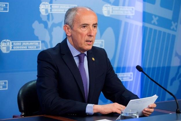 Rzecznik prasowy władz Kraju Basków poinformował, że nikt z lokalnego rządu nie pojawi się na samorozwiązaniu ETA /PAP/EPA/JOSE RAMON GOMEZ /PAP/EPA