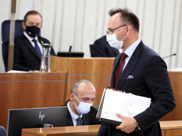 Rzecznik praw dziecka Mikołaj Pawlak podczas drugiego dnia posiedzenia wyższej Izby Parlamentu w Warszawie /Tomasz Gzell /PAP