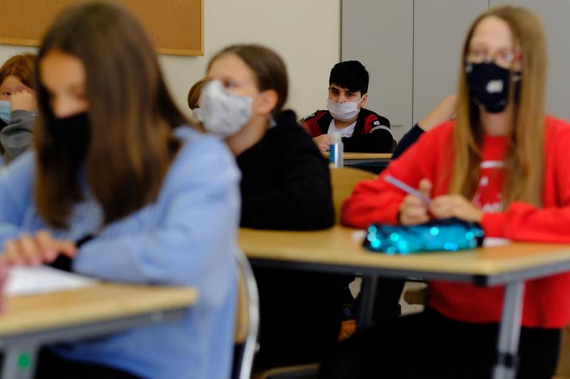 Rzecznik resortu zdrowia podkreśla, że uczniowie klas IV-VIII nie mogą teraz wrócić do szkół /Grzegorz Press /Reporter
