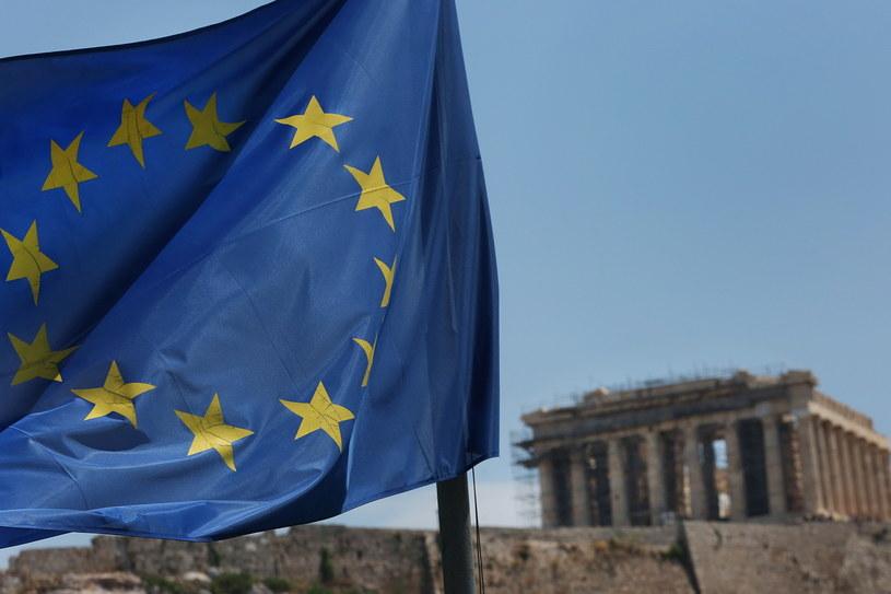 Rzecznik rządu Grecji Dimitris Canakopoulos oświadczył w piątek, że po ośmiu latach wielkich trudności i trzech akcjach ratunkowych wysiłki podjęte przez greckie społeczeństwo zostały nagrodzone /ORESTIS PANAGIOTOU /PAP/EPA