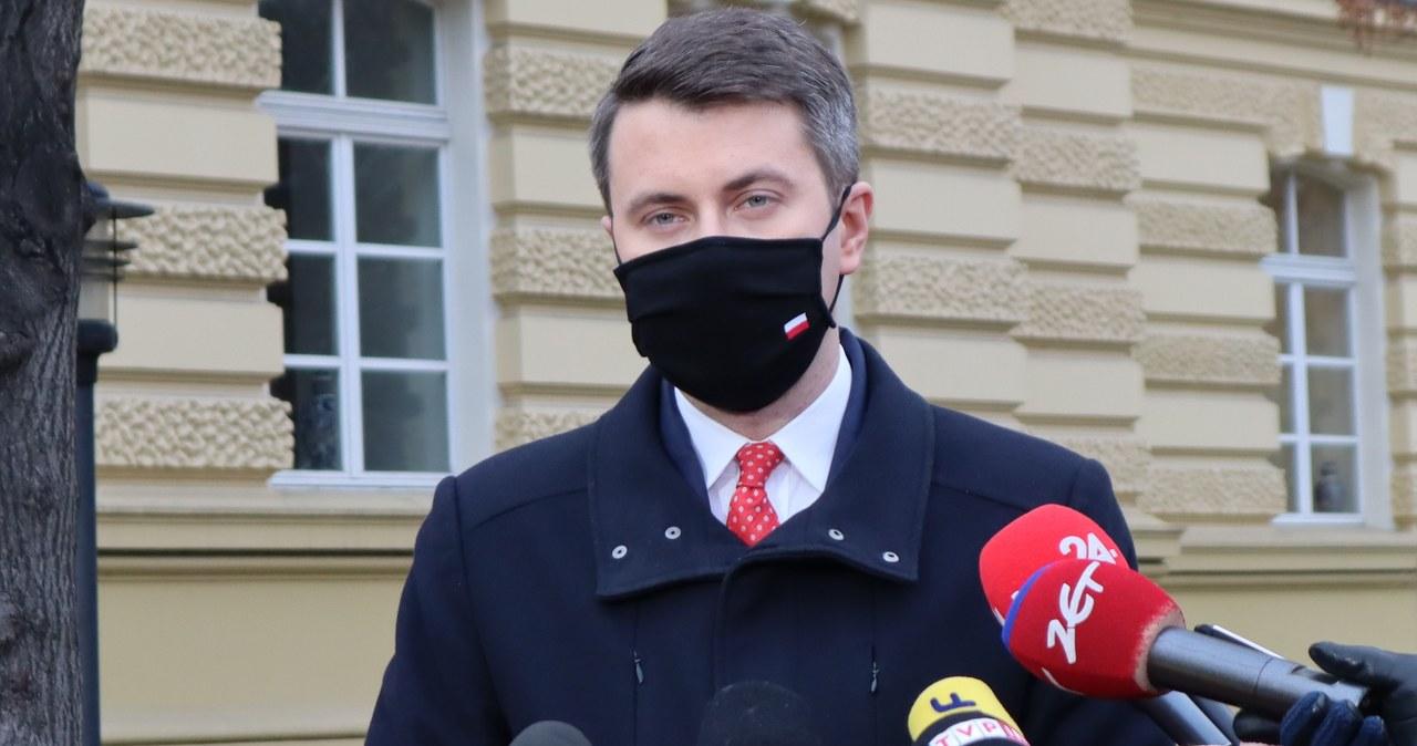 """Rzecznik rządu krytykuje Marcina Warchoła. """"Wstyd mi za to, że w taki sposób może się zachowywać wiceminister"""""""