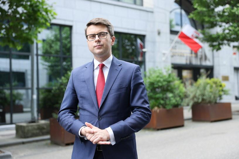 Rzecznik rządu Piotr Müller w Brukseli /Leszek Szymański /PAP