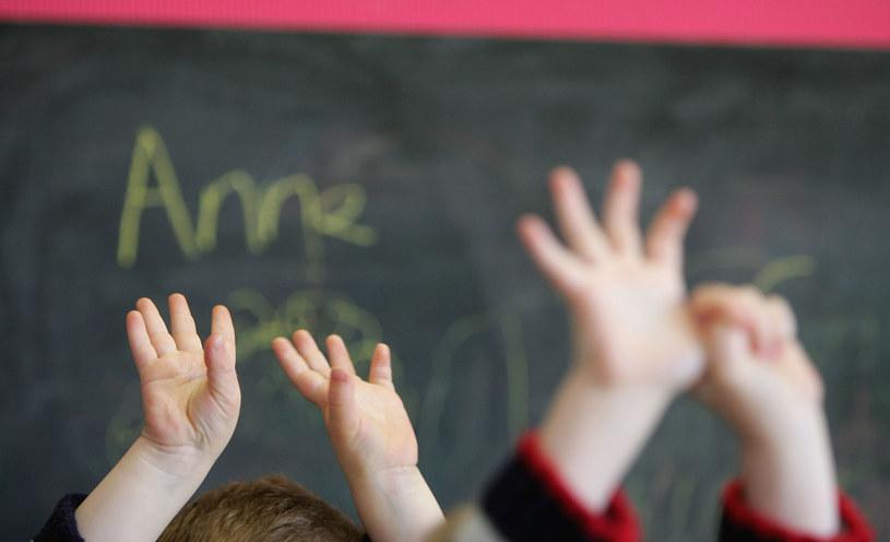 Rzecznik ZNP poinformował, że według wstępnych szacunków zagrożonych jest 20 tys. etatów nauczycieli /Christopher Furlong / Staff /Getty Images