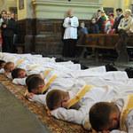 """""""Rzeczpospolita"""": Coraz mniej młodych księży. Będzie gorzej"""
