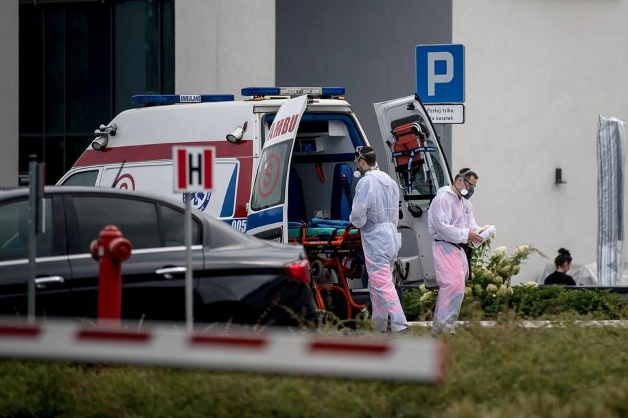 """""""Rzeczpospolita"""" o koronawirusie: Teleporada lekarska, a nie test, zakończy kwarantannę //Łukasz Gągulski /PAP"""