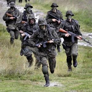 """""""Rzeczpospolita"""": Obywatelskie zaplecze armii"""