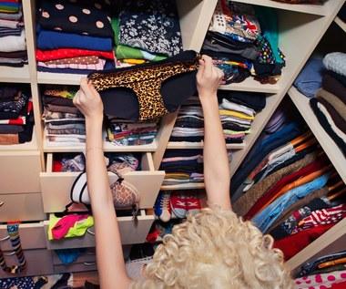 Rzeczy, których warto pozbyć się z szafy i nie żałować