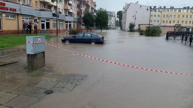 Rzeka po intensywnych opadach podtopiła w Elblągu dwie ulice /foto. Gorąca Lina RMF FM /