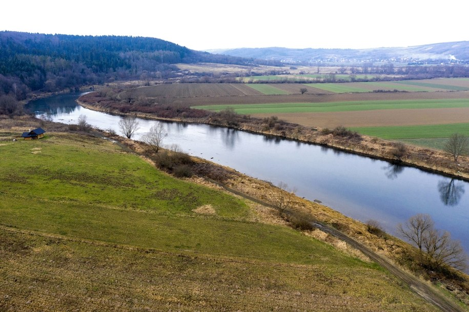Rzeka San w Krzywczy w powiecie przemyskim /Darek Delmanowicz /PAP