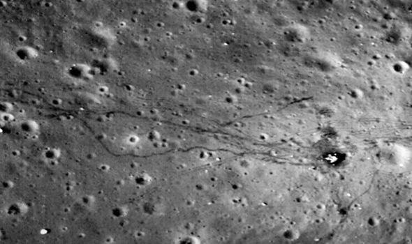 """Rzekome """"Ślady stóp"""" odkryte na Księżycu /materiały prasowe"""