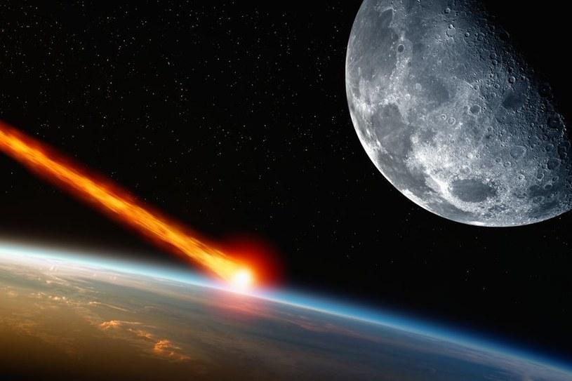 Rzekome zderzenie z asteroidą ma nastąpić w tym samym dniu, w którym na niebie zobaczymy superksiężyc /123RF/PICSEL