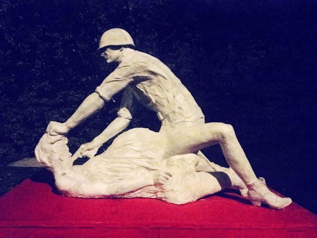 """Rzeźba """"Komm Frau"""" (""""Chodź, kobieto"""") Jerzego Bohdana Szumczyka stanęła przy głównej ulicy Gdańska /Archiwum autora /PAP"""