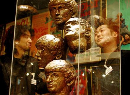 Rzeźba, przedstawiająca czwórkę z Liverpoolu, której właścicielem był Brian Epstein /Getty Images/Flash Press Media