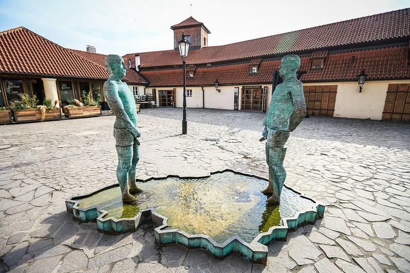 Rzeźba swoim nietypowym wyglądem intryguje niejednego turystę /Aziz Karimov/Pacific Press/LightRocket  /Getty Images