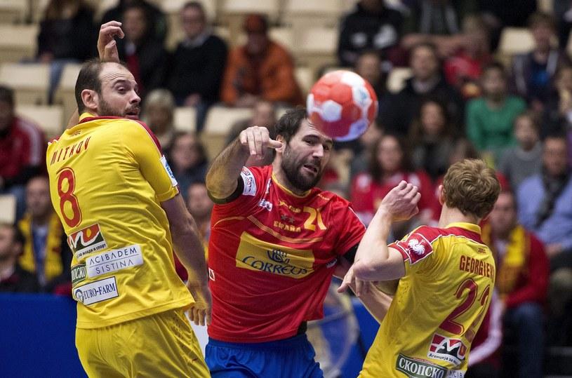 Rzuca Joan Canellas, najlepszy zawodnik Hiszpanii w meczu z Macedonią /PAP/EPA