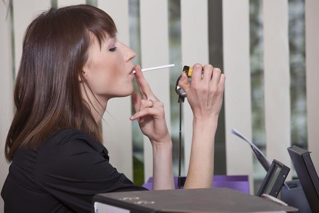 Rzucisz palenie - dostaniesz atrakcyjną nagrodę /©123RF/PICSEL