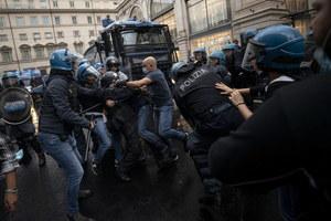 Rzym: Gwałtowna manifestacja i zamieszki antyszczepionkowców
