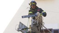 Rzym. Premier Conte zawisł między budynkami