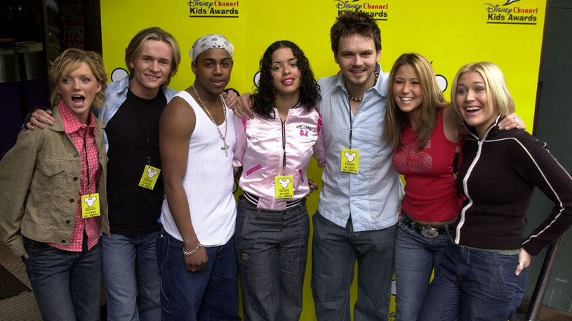 S Club 7 w 2001 roku. Od lewej: Hannah Spearritt, Jon Lee, Bradley McIntosh, Tina Barnett,  Paul Cattermole, Rachel Stevens  i i Jo O'Meara /Anthony Harvey /Getty Images