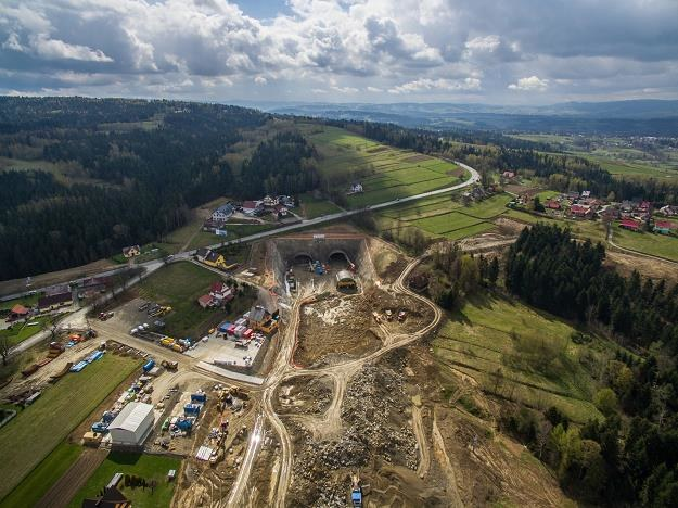 S7 - wjazd do budowanego tunelu w miejscowosci Naprawa, Fot. Michał Adamowski /Reporter