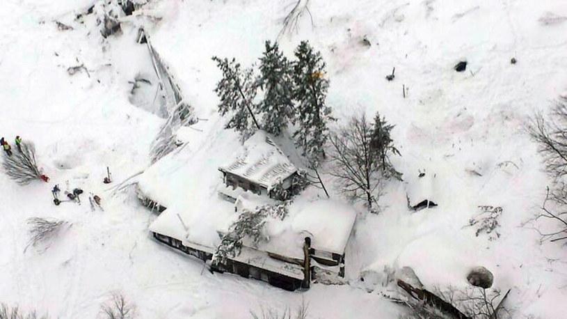 Są następni żywi ludzie w ruinach hotelu /ITALIAN FIRE DEPARTMENT HANDOUT/PAP/EPA /PAP/EPA