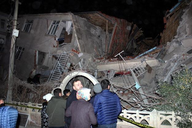 Są ofiary śmiertelne trzęsienia ziemi w Turcji / STR   /PAP/EPA