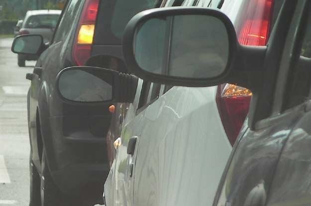 Są też tacy kierowcy, którzy włączają kierunkowskazy zbyt wcześnie /INTERIA.PL
