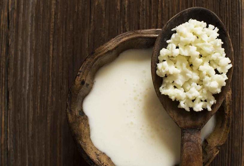 Są w kiszonej kapuście i ogórkach oraz fermentowanych produktach mlecznych: jogurcie, kefirze, zsiadłym mleku, maślance. /123RF/PICSEL