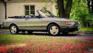 Saab 900 Turbo Cabrio wystawiony na aukcji dla chorej Klary