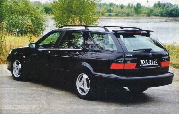 Saab zachowując charakterystyczną dla tej marki stylizację starał się nadać swemu kombi dynamiczny wygląd. /Motor