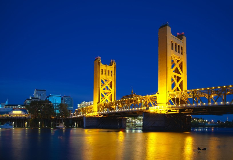 Sacramento Tower Bridge /123RF/PICSEL