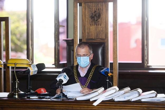 Sąd wydał wyrok w procesie byłych policjantów z Pobiedzisk Karoliny F. i Filipa S. Na zdjęciu: sędzia Paweł Longier /Jakub Kaczmarczyk /PAP