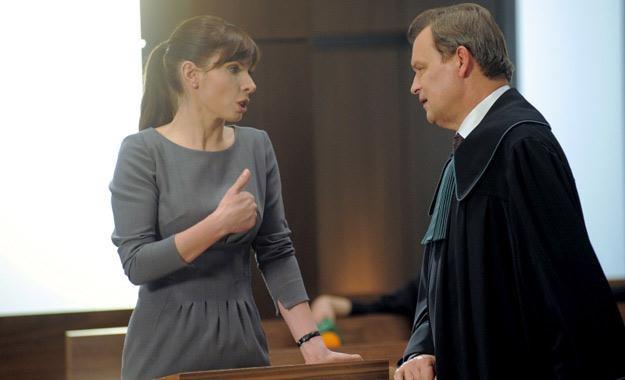 Sądowe starcie Agaty (Agnieszka Dygant) z mecenasem Bitnerem (Jan Frycz) /Agencja W. Impact