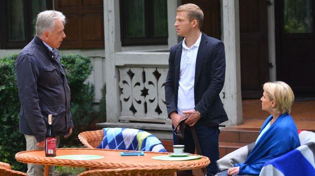Sadowski pojedzie do domu swoich rodziców w Otwocku, by wyznać prawdę o związku z Kasią i istnieniu Ksawerego /Agencja W. Impact