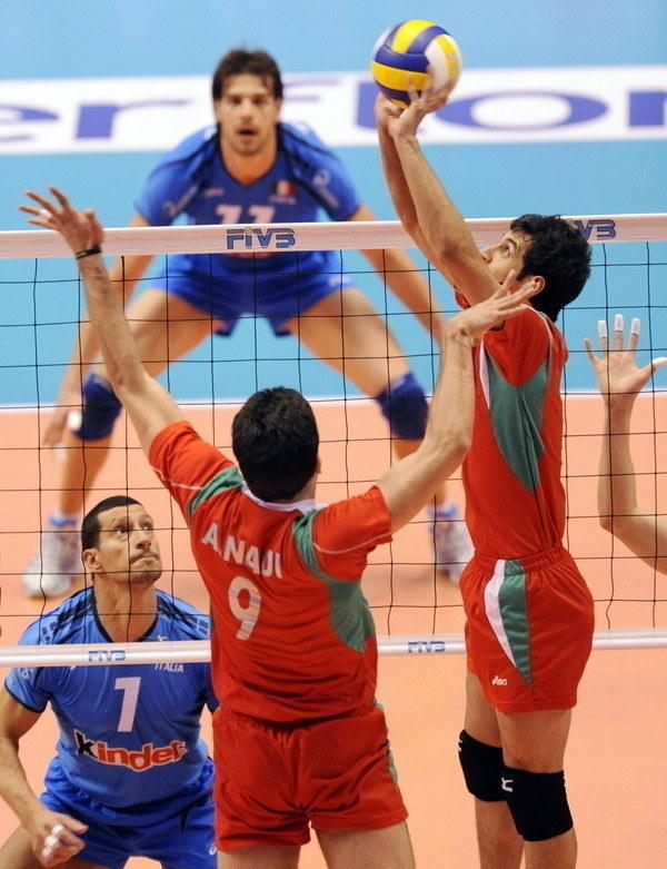 Saeid Marouf (z prawej) z dobrej strony pokazał się w Lidze Światowej i w mistrzostwach świata /AFP