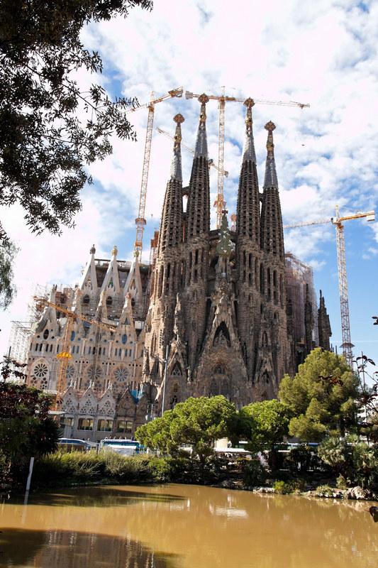 Sagrada Familia, czyli kościół Świętej Rodziny, jest symbolem miasta  /© Panthermedia