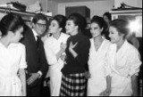 Saint-Laurent z modelkami na początku swej kariery