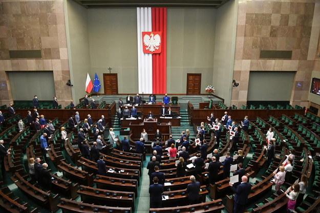 Sala obrad Sejmu w Warszawie /Radek  Pietruszka /PAP