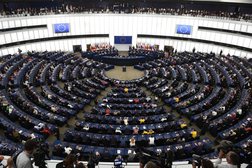 Sala plenarna Parlamentu Europejskiego w Strasburgu / Radek Pietruszka   /PAP