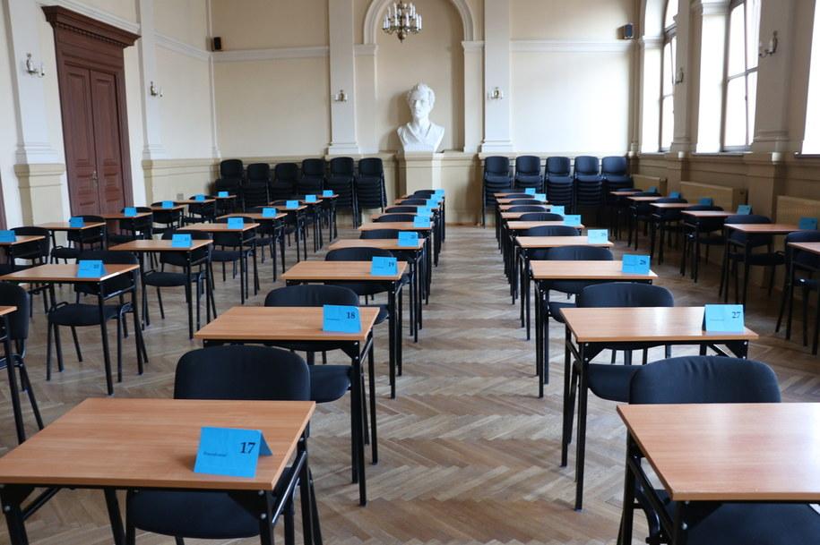 Sala przed przeprowadzeniem egzaminu maturalnego 2018. V LO w Krakowie /Józef Polewka, RMF FM