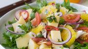 Sałatka cytrusowa z żółtym serem