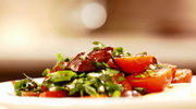 Sałatka po andaluzyjsku z kiełbasą chorizo i pomidorami