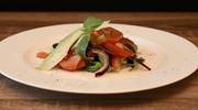 Sałatka z awokado, pomidorów i bazylii