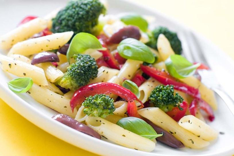 Sałatka z brokułami /123RF/PICSEL