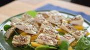 Sałatka z Camembert - zdrowa i idealna na przyjęcia