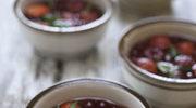 Sałatka z czerwonych owoców z dodatkiem estragonu i bazylii