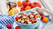 Sałatka z fetą i pomidorami